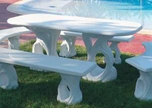 Conjunto mesa de piedra con 4 bancos