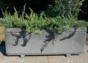 Jardinera de piedra para jardín