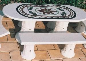 Conjunto mesa de piedra y 4 bancos