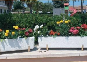 Jardineras rectangulares de piedra