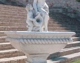 Fuente de piedra Helena