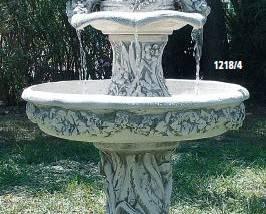 Fuente de piedra con Palomas