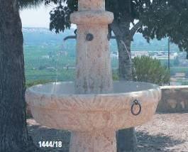Fuente de piedra Etrusca 4 caños mas luz