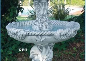 Fuente de piedra con Delfines G
