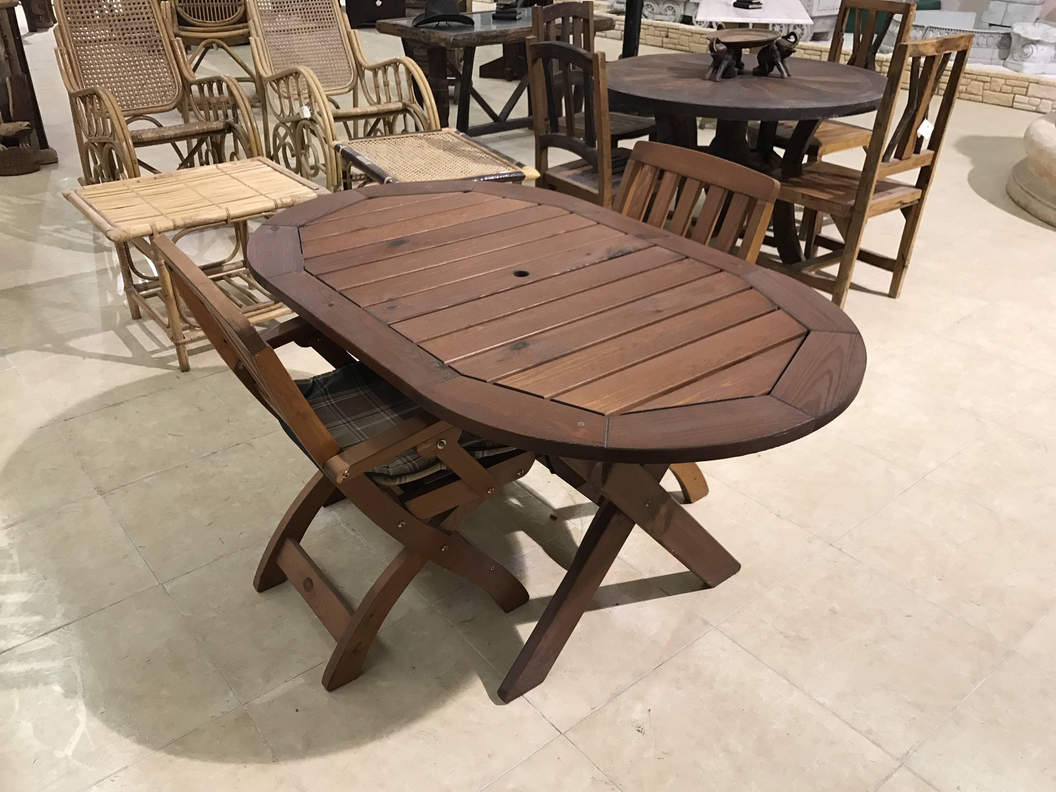 Conjunto mesa terraza ovalada madera pino con 2 sillas plegables