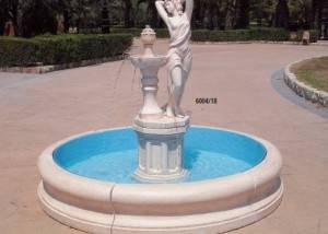 Fuente de piedra con figura